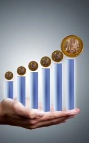 mano con escala del euro
